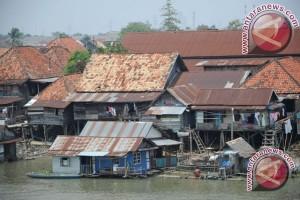 Kebiasaan warga buang air besar ke sungai