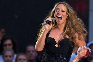 Mariah Carey tampil kacau di malam pergantian tahun