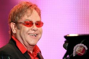 Elton John tampil di Emmy Awards