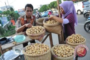 Pedagang duku mulai bermunculan di Palembang