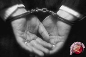 Seorang guru SD diadili karena diduga korupsi