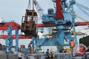 Pengiriman mobil melalui Pelabuhan Palembang meningkat