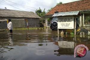 Delapan sekolah rusak akibat banjir di Garut