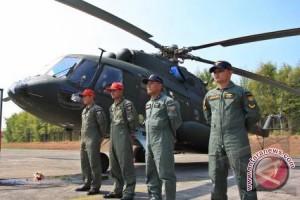 Heli TNI ditembak tiga awak terluka