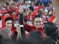 Pasangan bakal Calon Gubernur dan Wakil Gubernur Sumsel Eddy Santana Putra dan Hj Anisjad Supriyanto pada deklarasi Pasangan ESP-WIN  di jembatan Ampera Palembang, Kamis (14/3). (Foto Antarasumsel.com/13/Feny Selly/Aw)