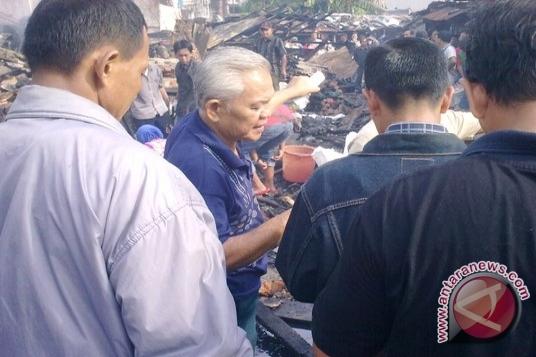 Korban kebakaran pasar loak Cinde didata
