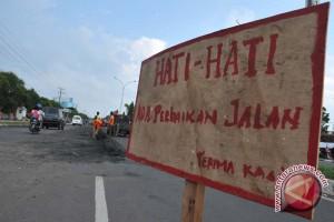 Dinas PU Sumsel akui perbaikan jalan lambat