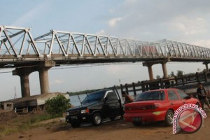 Jembatan pintas Darussalam-Pongkar nyaris putus