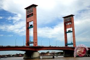 Duplikasi jembatan Ampera mendesak dibangun
