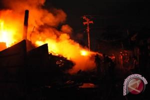 Dua rumah warga di Peninjuan hangus terbakar