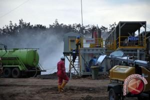 Semburan gas setinggi  20 meter, warga dilarang mendekat
