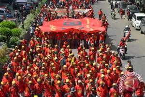 Ribuan buruh gelar aksi di depan Istana Kepresidenan