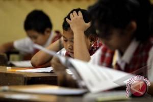 Mengalihkan dana ujian nasional