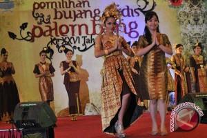 Miss Senegal peragakan batik Indonesia