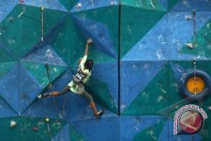 FPTI BandarLampung gelar turnamen panjat dinding