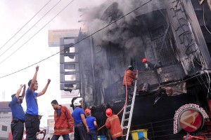 Kisruh perda LAD gedung DPRD Gowa dibakar