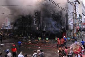 Kebakaran hanguskan dua gudang KAI