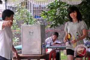 Warga Palembang gotong royong siapkan TPS pemilu