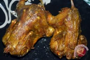 Burung goreng menu kampung diminati pembeli