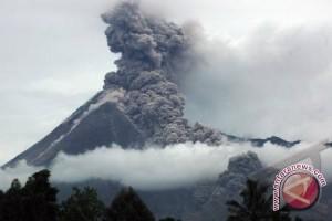 Gunung Kerinci semburkan abu vulkanik setinggi 600 meter
