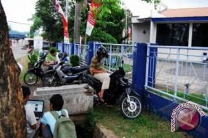 Dishubkominfo Musirawas pasang wifi di sekolah