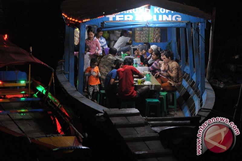 Warung terapung destinasi wisata favorit BKB
