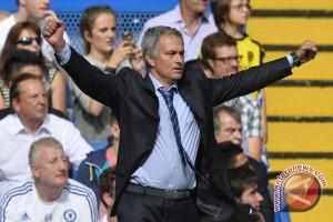 "Mourinho beri ""undangan"" pada pendukung setan merah"