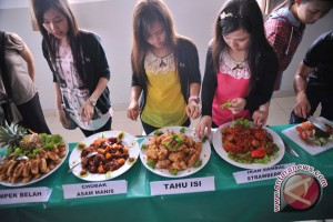 Mahasiswa Korea ikuti 'Indonesian Culinary Art 2014'