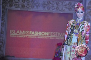 Busana muslim Ghea curi perhatian di Maroko