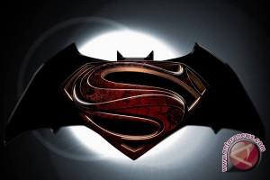 Peluncuran 'Batman vs. Superman' ditunda hingga 2016