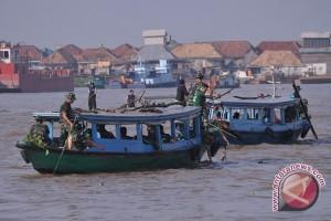 Ratusan prajurit TNI bersihkan Sungai Musi