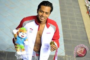 Siman Sudartawa pembawa bendera Indonesia pada pembukaan Asian Games