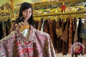 Ani Yudhoyono tinjau pameran Hari Batik Nasional