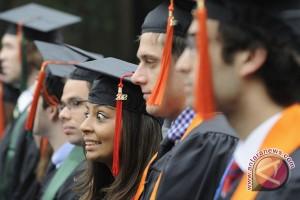 Wisuda bukan titik akhir mahasiswa