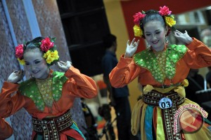 Fashion show dan pementasan tarian tradisional Indonesia di York