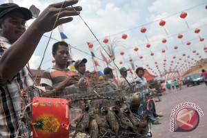 Prosesi ritual lepas burung di Kampung Manggis Jambi