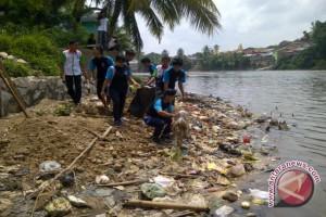 Jejak Indonesia bersihkan sampah Sungai Ogan