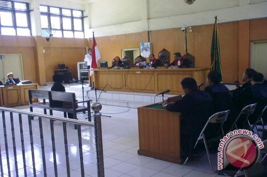 Hakim vonis bebas terdakwa Yusniar kasus facebook