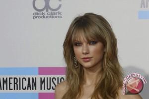 Taylor Swift penyanyi dengan pendapatan tertinggi