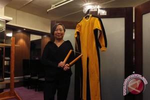 "Baju kuning dan ""nunchaku"" bintang kung-fu Bruce Lee akan dilelang"