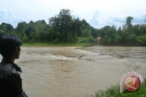 Jembatan gantung di OKU putus diterjang banjir