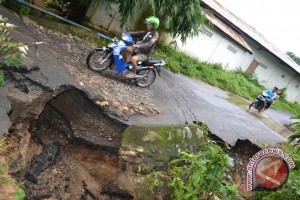BPBD Sijunjung: Perbaikan jalan ambles kewenangan pusat