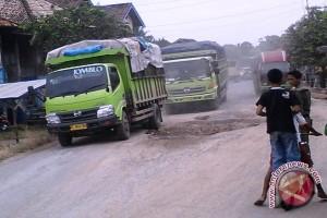 Jalan OKU Timur Sumsel rusak parah