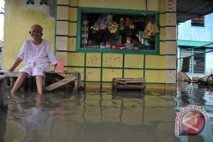 78 korban jiwa akibat banjir-tanah longsor