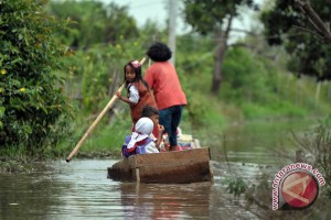 Gubernur minta pelestarian hutan sungai atasi banjir