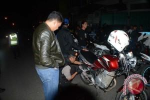 Polisi giatkan razia pintu masuk kabupaten