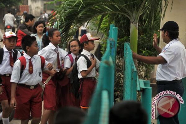 Sekolah seharian permudah guru penuhi jam mengajar