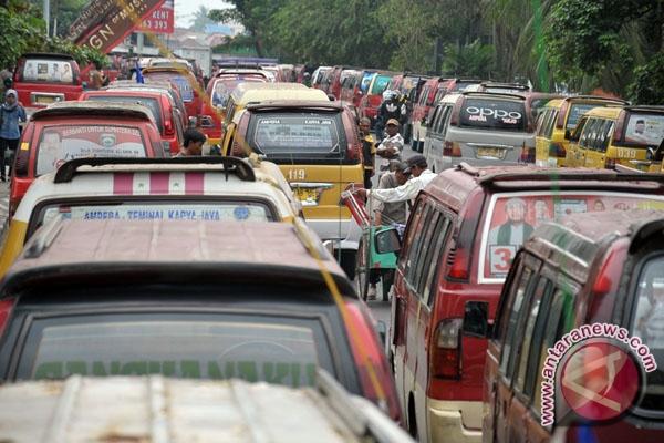 Jumlah angkot di Padang turun 19 persen