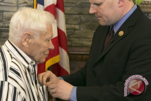 Setelah 70 tahun menolak, veteran perang dunia terima medali