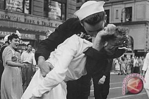 Pelaut dalam foto ikonis Perang Dunia II wafat